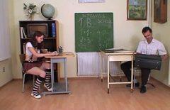 المعلم يمارس الجنس مع طالبه أحمر الشعر في غرفة الامتحان
