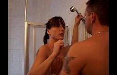 بعد شقراء يمارس الجنس مع المقاصة ثم الملاعين زوجته في الحمام