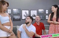 رجلان يمارسان الجنس مع أطفالهما بقوة على كاميرا الويب كما يحلو لهم