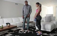 مراهق رياضي مارس الجنس من قبل مدرب لياقة في المنزل