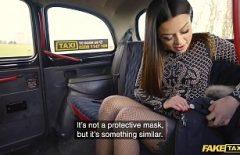 إباحية جديدة مع امرأة إيطالية مارس الجنس بقوة من قبل سائق سيارة أجرة مطلوب كس