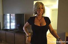جبهة مورو شقراء مع أثداء جميلة مارس الجنس في غرفة الفندق