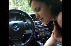إنها تحب أن تصطدم بسيارة بي إم دبليو كما تحب ممارسة الجنس الشرجي في السيارة