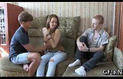 يدعو جاره الروسي ليمارس الجنس مع صديقته لأنه غير قادر