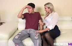 ممارسة الجنس مع أمي يمارس الجنس مع ابنها