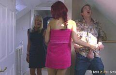 يحب أحمر الشعر النحيف أن يمارس الجنس مع قضيب ضخم