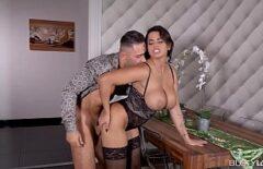 أنجيلا وزوجها يصوران كيف يمارسان الجنس الطبيعي